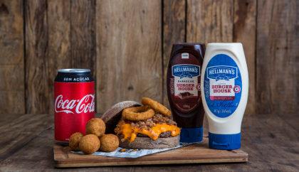 Combo R$ 25: Burger Bovino + Bolinhas de Grão de Bico + Refrigerante!