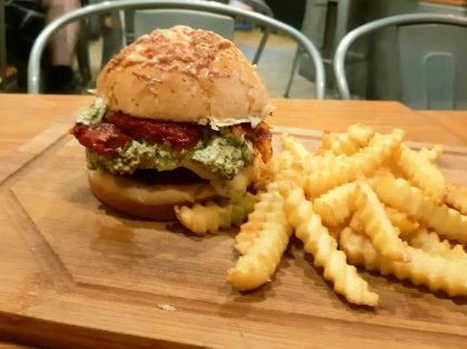 Combo R$30,90: Burger Vegetariano + Batata Crinkle + Refrigerante