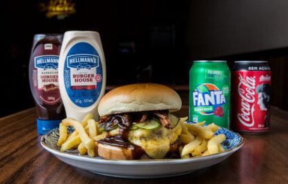 Combo R$ 36,90: Burger Samurai + Fritas + Cerveja Madalena Long Neck! [+18]