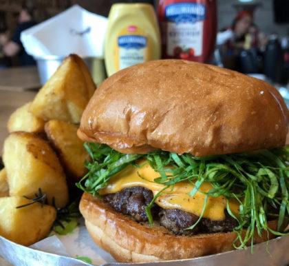 Combo R$ 25: Hambúrguer Smash + Batata Rústica + Refrigerante