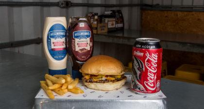 Combo R$ 25: Lanche Feliz + Batata Palito + Refrigerante!