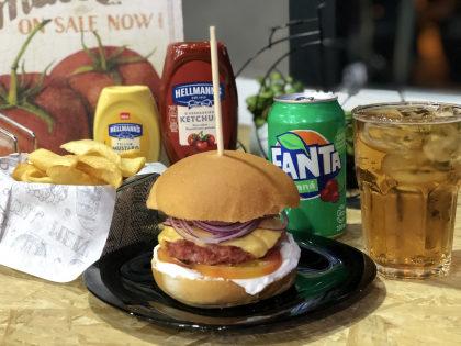 Combo R$ 30: Burger São Manuel + Batata Canoa + Refrigerante!