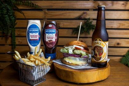 Combo R$ 36,90: Burger Veggie Circus + Batata + Cerveja Madalena Long Neck! [18+]