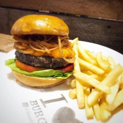 Combo R$ 30: Burger Black Angus + Batata Palito + Refrigerante!