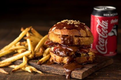 Combo R$ 30: Burger Regular + Batatinhas Fritas + Refrigerante