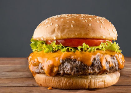 Combo R$ 40: Burger Eu Sou a Lenda + Batata Belga ou Chips de Batata Doce + Refrigerante