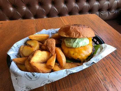 Combo R$ 30: Burger Clássico + Fritas + Refrigerante!