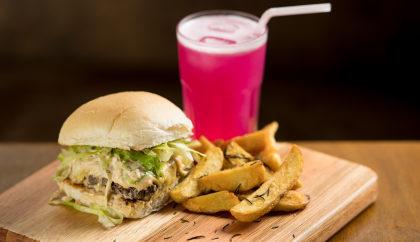 Hambúrguer Clássico + Batata Artesanal + Bebida por apenas R$ 29,90!