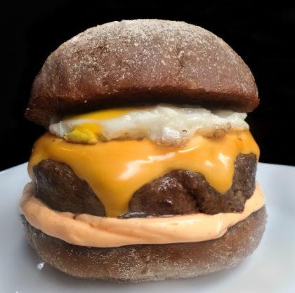 Combo R$ 36,90: Smoke on the Burger + Batata Chips + Cerveja Madalena Long Neck! [+18]