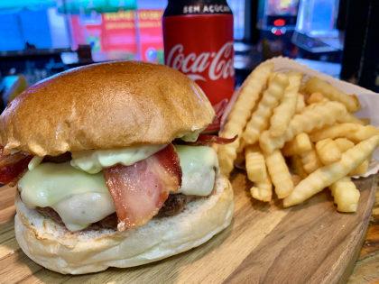 Combo R$ 30: Hambúrguer + Batata Crinckle + Refrigerante!