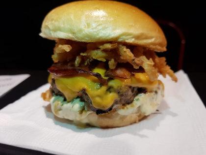 Combo R$30: Crispy Burger + Batata + Refrigerante