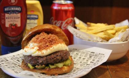 Combo R$ 36,90: Burger Angus + Fritas + Cerveja Madalena Long Neck! [+18]