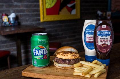 Ganhe um Combo do The Burger League: Hambúrguer + Fritas Palito+ Refrigerante!