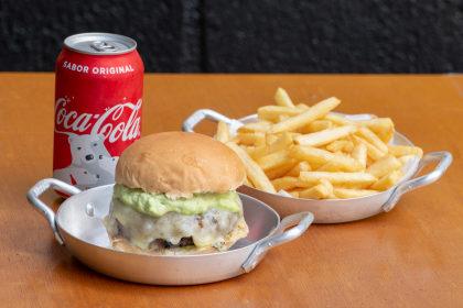 X Salada + Batata Frita + Refrigerante Lata por apenas R$22,90