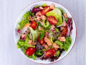 Salada de Salmão + Suco por apenas R$ 26,30!