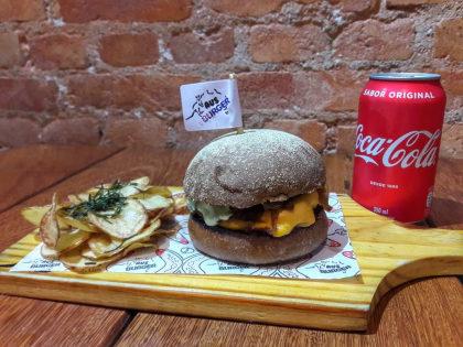 Combo Tasmânia Duplo: 2 Hambúrgueres + Batata + 2 Bebidas por R$ 56,90!