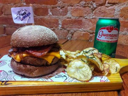 Combo Canberra Duplo: 2 Hambúrgueres + Porção de Batata Rústica + 2 Bebidas por R$ 59,90!