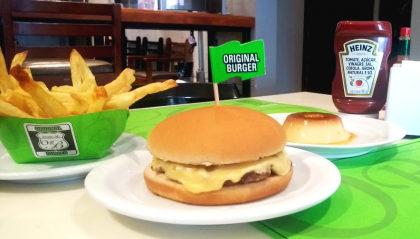 Cheeseburger + Batata + a deliciosa sobremesa Delicatto por apenas R$ 30!
