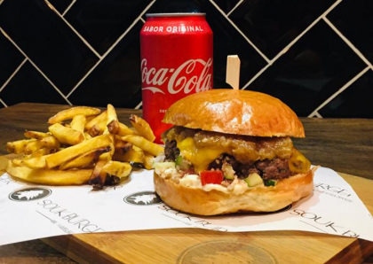 O incrível Souk Burger + Batata + Refrigerante por apenas R$31,90!