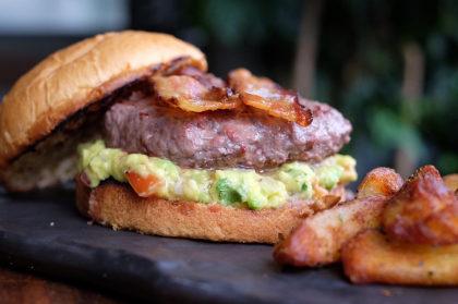 Bacon & Avocado Burger + Fritas + Refrigerante por apenas R$ 30!