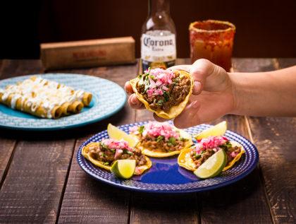 Deliciosos Tacos de Bisteck com ou sem queijo por apenas R$16,90!
