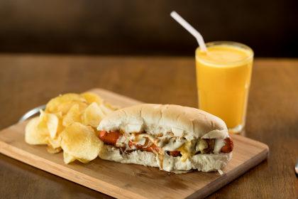 Hot Dog + Batata Chips + Bebida por apenas R$ 23,90!