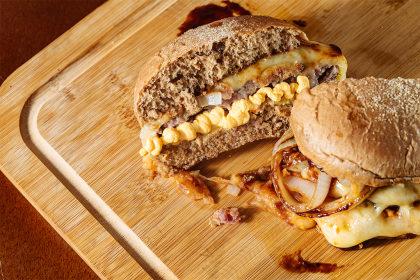 Delicioso Bacon Crisp + Jimmy Burguer ou Kong Burger por apenas R$56,40!
