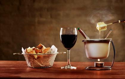 Fondue + 2 Taças de Vinho por apenas R$ 95,00!