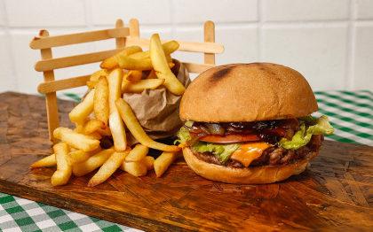 O famoso Burger de Pernir + Fritas + Refri por apenas R$ 29,60!
