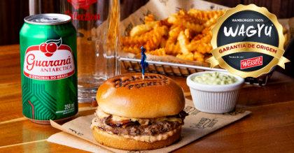 Combo Blaster Burger com American Fries + Refrigerante por apenas R$ 44,80!