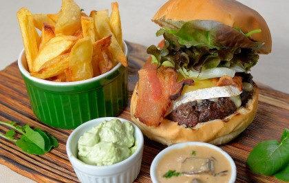 Brie Burger + Fritas +  Refrigerante por apenas R$ 34,90!