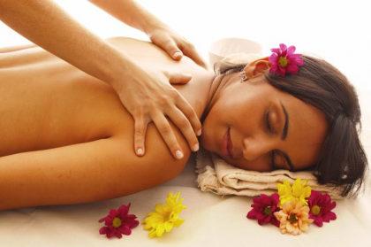 Massagem relaxante feminina por apenas R$110,00!