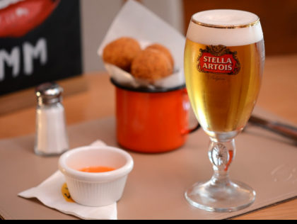 GANHE 1 Chopp Stella Artois no happy hour do Serafina JK!