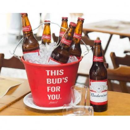 Balde com 5 unidades de Budweiser com desconto no Happy Hour!