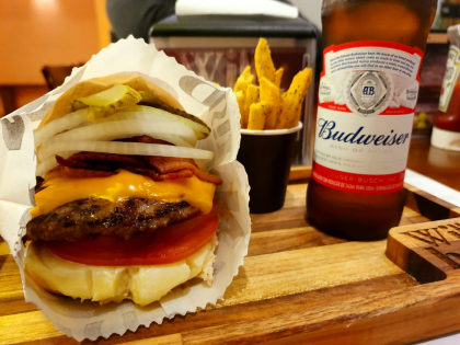 Fritas + 4 Budweisers com desconto no Happy Hour!