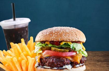 Cheese Burger + Batata + Refrigerante por R$ 29,90!