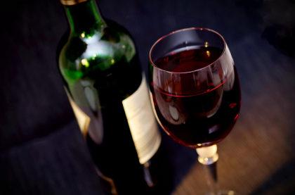 Cupom de 10% Off na primeira compra acima de R$150 no site Vinho Fácil