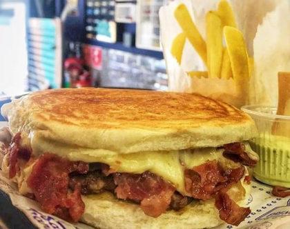 Lanche Mini Bacon + Batata + Guaraná São Carlos + Sorvete por R$ 25!