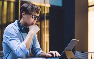 Cupom de 20% OFF em Óculos de Grau para curtir seu Home Office no site da eÓtica