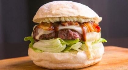 Burger Giga Barbecue + Batata + Refrigerante por R$35