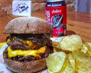 Burger Tasmânia (Double Burger) + Chips + Bebida por R$ 35