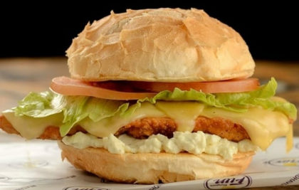 Burger Chicken Fun + Batata + Refrigerante por R$35