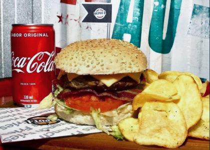 Cheese Salada Bacon + Chips com maionese caseira + Refrigerante por R$35