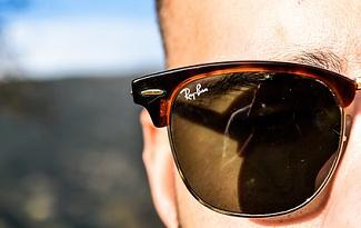 Cupom de 20% OFF em óculos da marca Ray-Ban no site da eÓtica