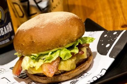 Burger Monstrinho + Batata Rústica + Coca-Cola por R$35