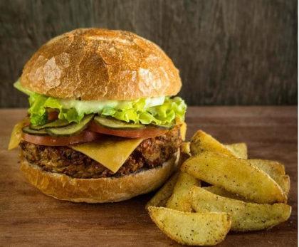 Burger Veggie Grão de Bico + Batata Rústica + Refrigerante ou Chá da Casa por R$35