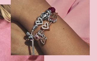 Confira as ofertas de Dia dos Namorados com Frete Grátis no site da Pandora